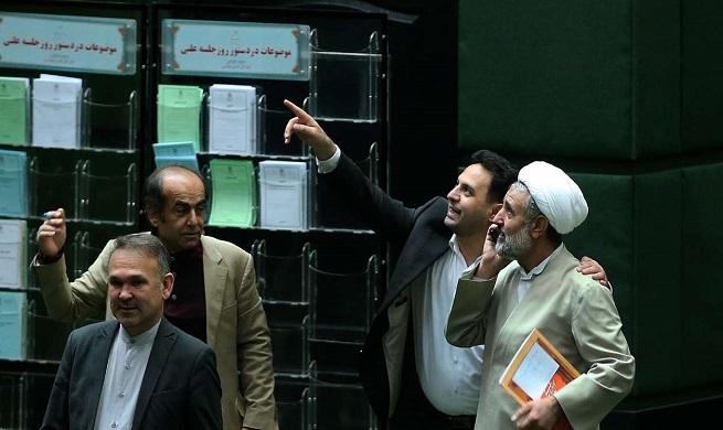 توافق تازه دولت و مجلس بر سر بنزین