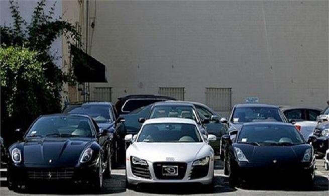 سبقت خودروهای خارجی از قیمت مسکن